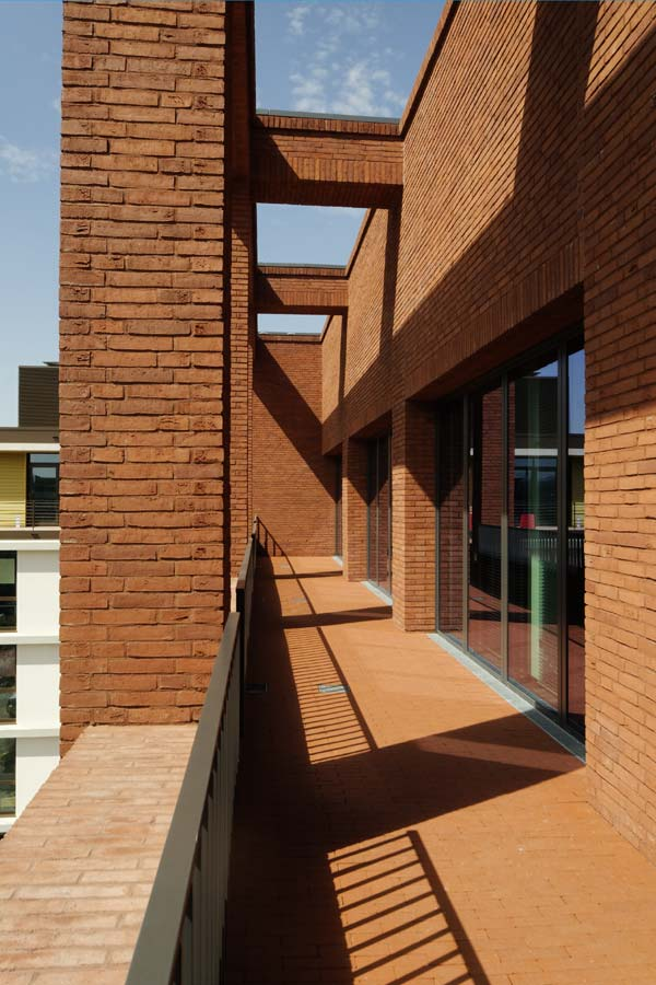 Brick Wall Cladding Facing Tiles Ideas For A House's Interiors and Exterior.
