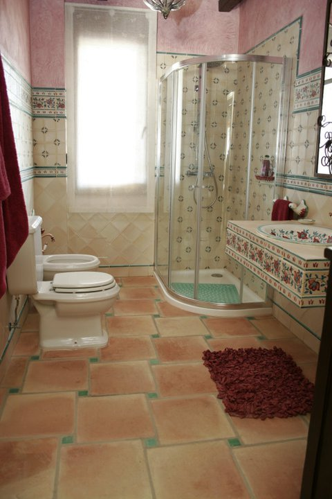 Washroom tiles design ideas in peshawar pakistan for Washroom decor ideas